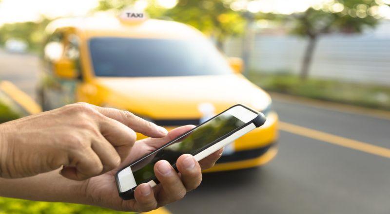 Puluhan Ribu Driver Taksi Online Terancam Menganggur