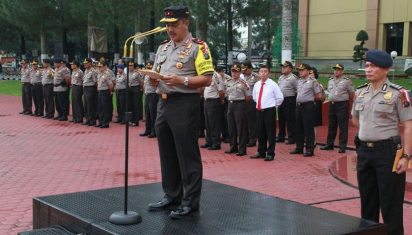 Anggota Berprestasi Terima Penghargaan dari Wakapolda Sumut