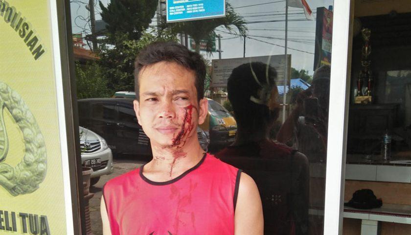 """Dituduh Gelapkan Uang, Warga Medan Johor """"Mandi Darah"""" Dikeroyok"""