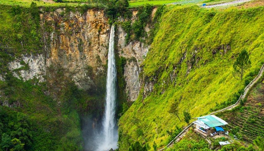 Jangan Ngaku Traveller Kalau Belum Pernah ke Air Terjun Sipiso Piso