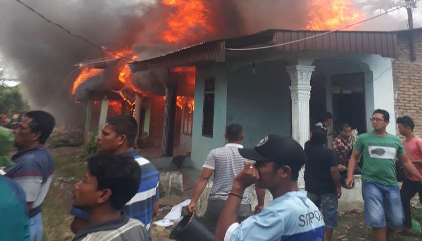 Diduga Korsleting Listrik, 7 Rumah di Karo Hangus Terbakar