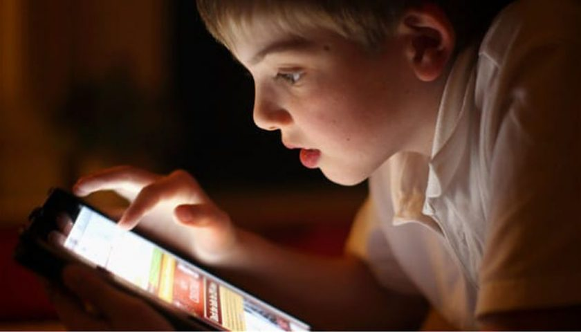 Bahaya..!!! Waspadai Dampak Buruk Gadget Bagi Anak