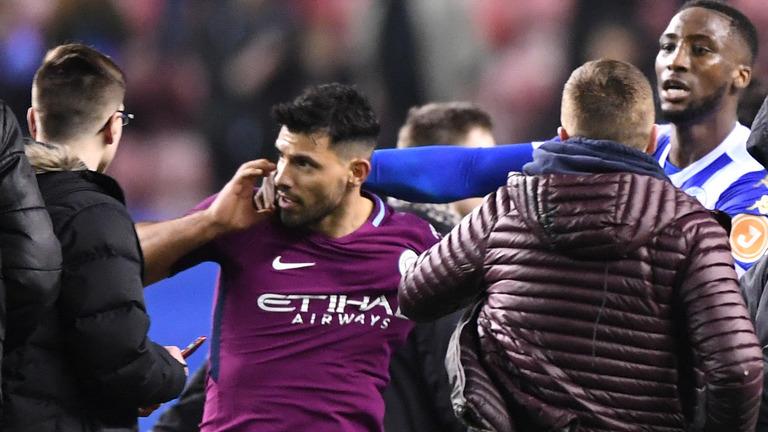 Sergio Aguero Terlibat Kericuhan Dengan Fans
