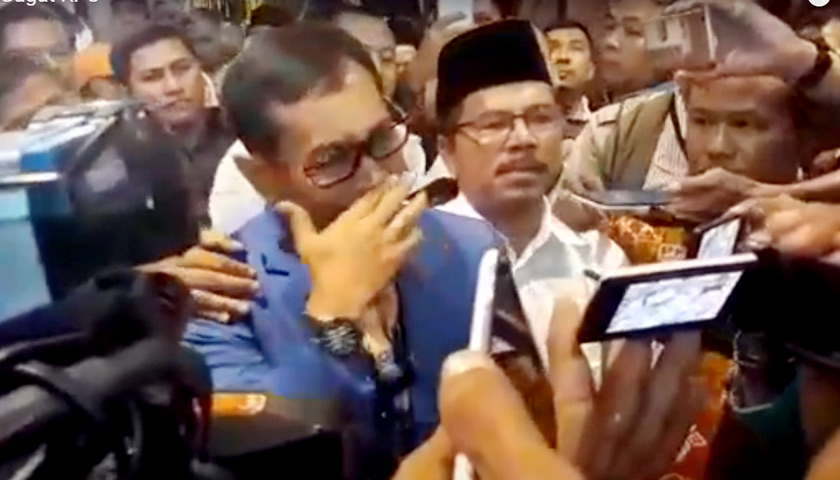 Tidak Memenuhi Syarat Cagubsu 2018, JR Saragih Menangis