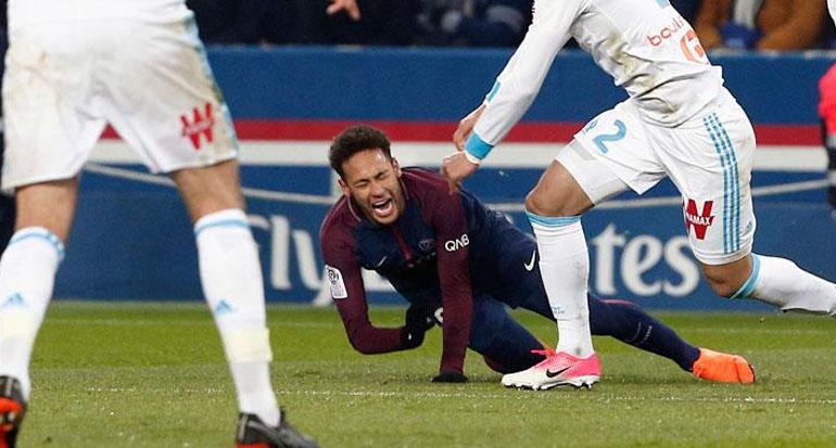 Pesepakbola Termahal di Dunia Neymar Cedera