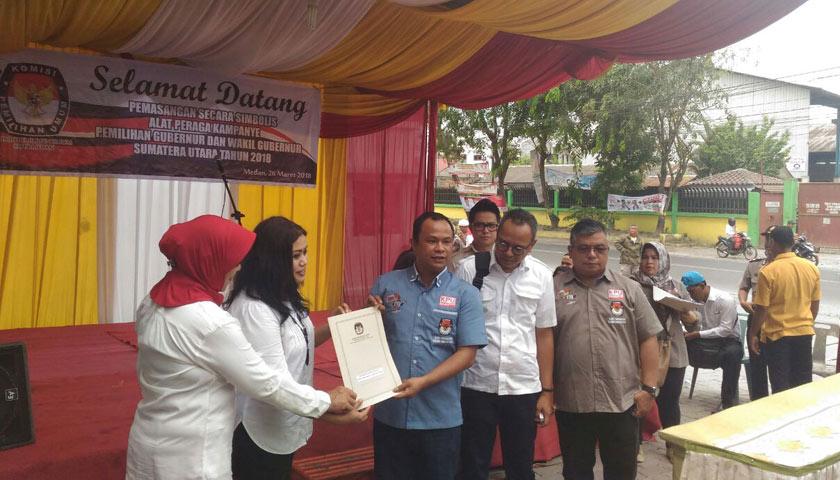 KPU Sumut Pasang Alat Peraga Kampanye Pilgubsu 2018 Secara Simbolik di Marelan