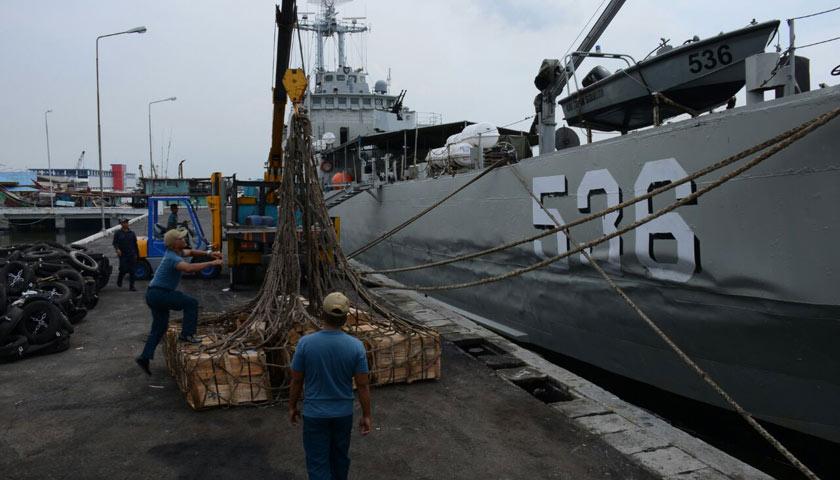 KRI Teluk Sibolga Debarkasi Logistik Lantamal l