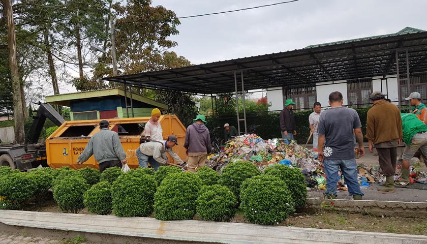 Petugas Tuntut Honor, Kadis Lingkungan Hidup dan Kebersihan Kabupaten Karo Melarikan Diri