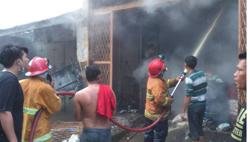 Ditinggal Berlibur, Toko Klontong di Tebing Tinggi Ludes Terbakar