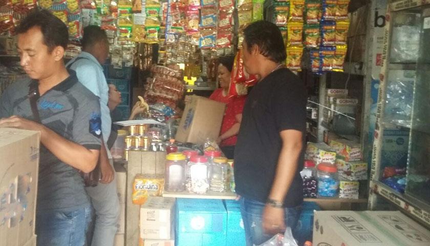 Polsek Sunggal 'Obok-obok' Toko Sinaga, Ratusan Botol Miras Disita