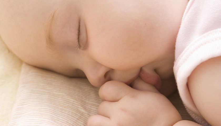 Mengapa Anak Suka Mengisap Jempol?