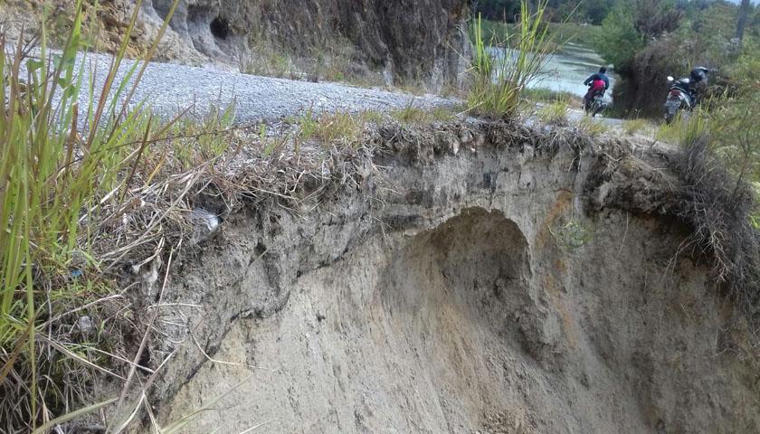 Jalan Desa Terancam Putus di Parsingguran Humbahas