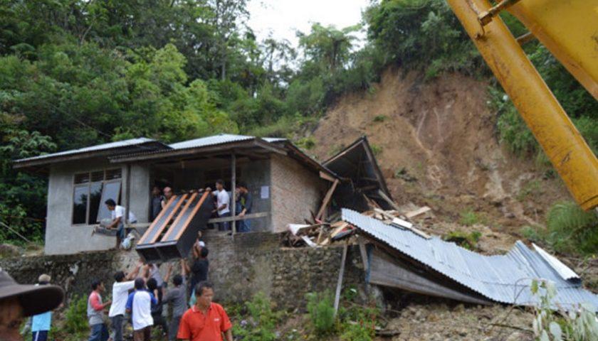 Longsor di Tarutung, Rumah Warga Tertimbun Material Tanah