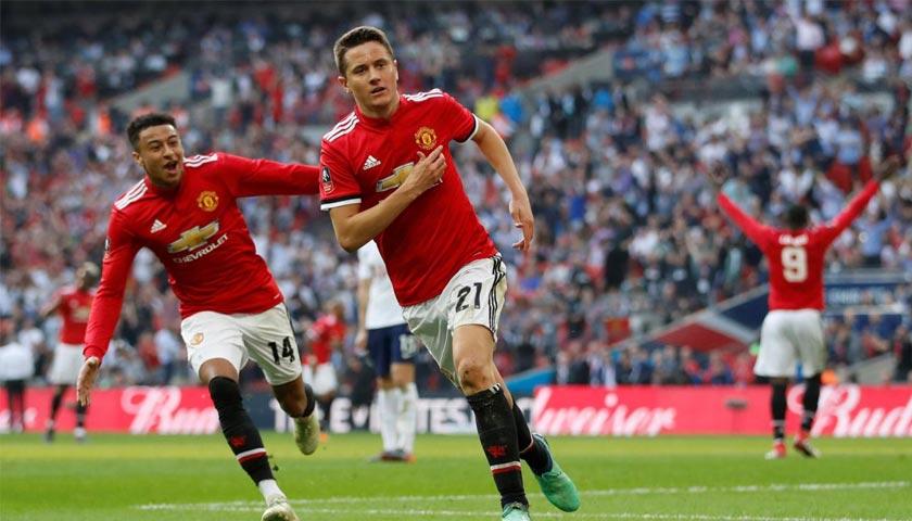 Manchester United Melibas Tottenham Hotspur 2-1