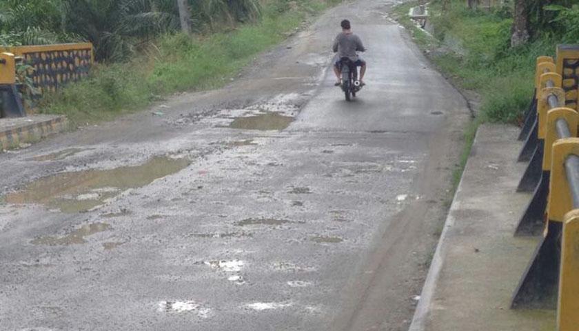 Berbiaya Rp25 Miliar, Proyek Jalan Provinsi Tiga Juhar-Gunung Meriah Terbengkalai
