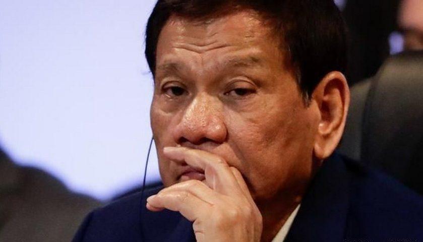 Kontroversi Duterte Cium Bibir Setiap Wanita