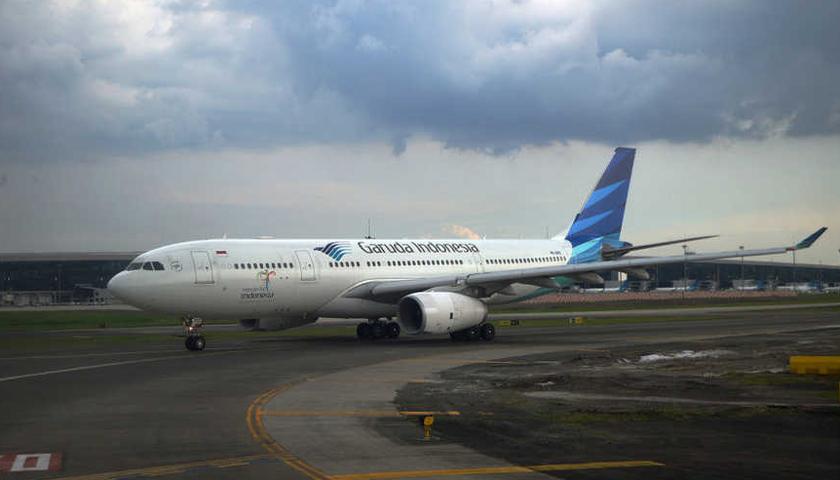 Gunung Agung Erupsi, Garuda Batalkan 38 Penerbangan di Bali