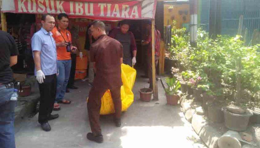 Geger..!!! Bugil, Janda Tukang Kusuk Dibunuh di Kamar Kos, Pinggang Dihujani Tikaman