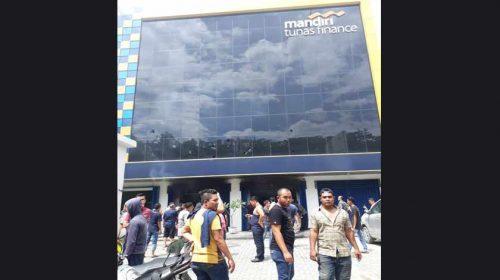 Kantor Leasing Mandiri di Medan Terbakar, Diduga Nasabah Bakar Diri