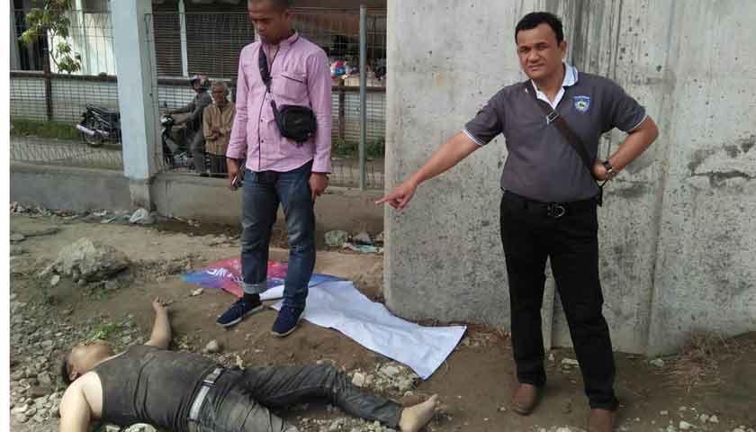 Pria Berkaos Hitam Tewas Terlentang di Samping Yang Lim Plaza