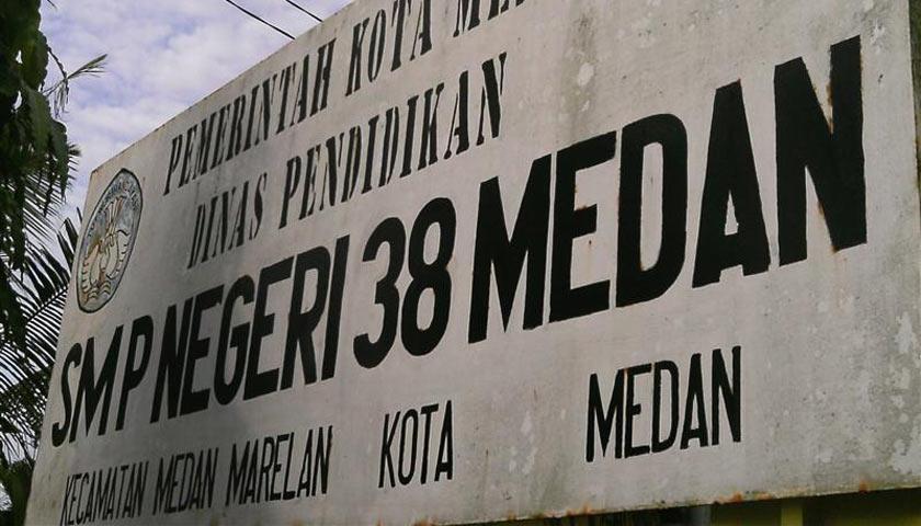 Waduh! SMP Negeri 38 Kutip Rp75 Ribu Untuk Topi dan Atribut