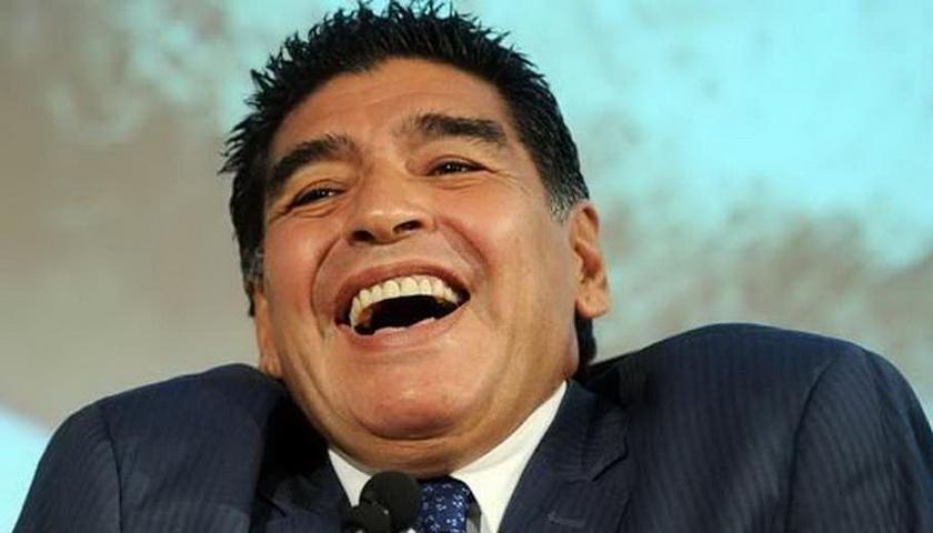 Maradona Tawarkan Diri Tangani Timnas Argentina
