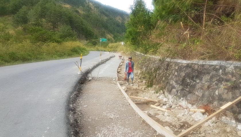 Pembangunan Jalan Nasional di Samosir Terus Berlanjut