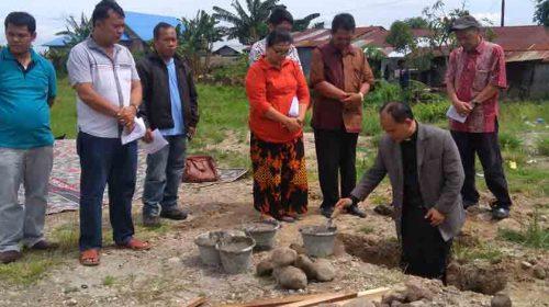 Pembangunan Rumah Praeses GKPS Pdt JP Tamsar Dimulai