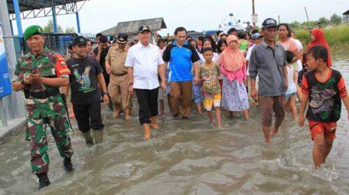 Wali Kota Medan dan Wakil Wali Kota Tinjau Tanggul Jebol