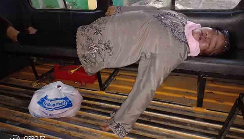 Heboh..!!! Wanita Tewas Mendadak di Angkutan Kota