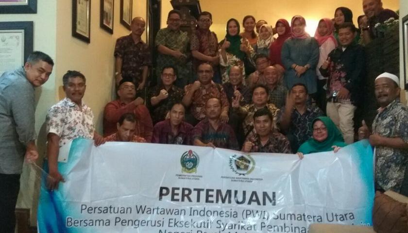 Kunjungi Perak, Rombongan PWI Disambut di Puncak Semeru