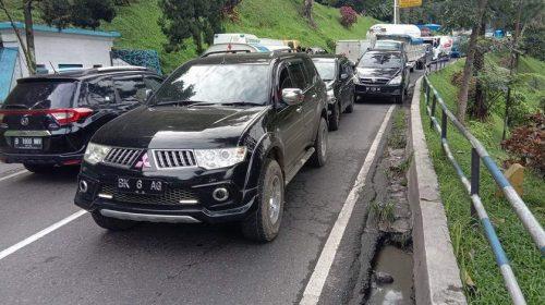 Truk Tangki Tabrak Tiang Listrik, Medan-Berastagi Macet