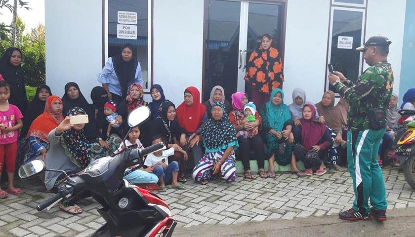 Diduga Cabuli Cucu Tiri, Puluhan Emak-emak Datangi Kantor Desa Sunggal Kanan