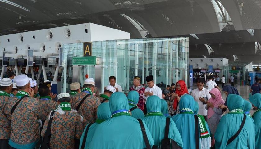 15 Karyawan PDAM Tirtanadi Berangkat Umroh