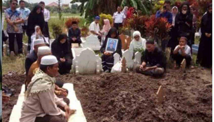 Jenazah Korban Lion Air Asal Medan Dimakamkan, Isak Tangis Pecah