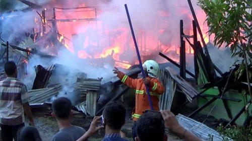 8 Rumah di Jalan Musyawarah Kota Tebing Tinggi Ludes Terbakar