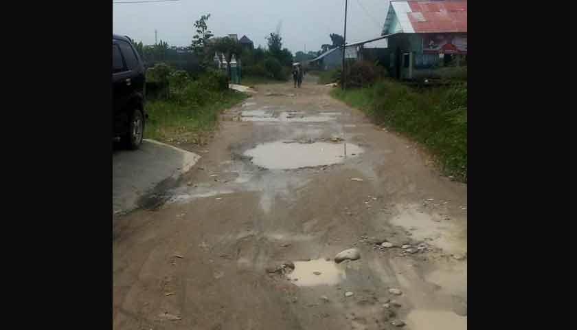 """Jalan Bunga Turi 4 Medan Tuntungan """"Hancur"""", Masyarakat Ngadu ke DPRD Sumut"""