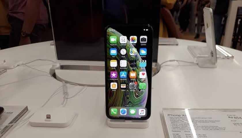 Apple Gandeng Samsung di iPhone Terbaru?