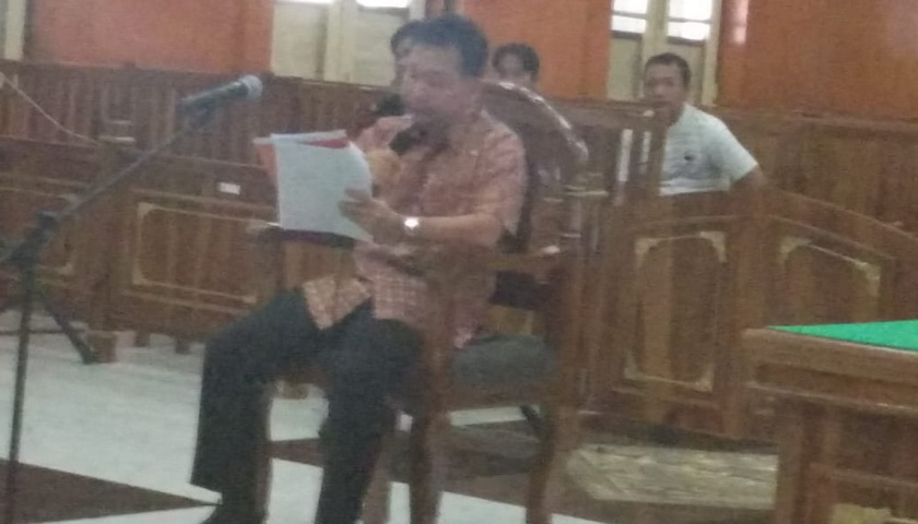 Terdakwa Dugaan Suap Mantan Bupati Labuhanbatu, Menangis di PN Medan