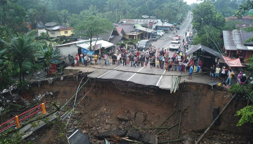 Jembatan Rubuh, Jalur Padang – Bukittinggi Putus