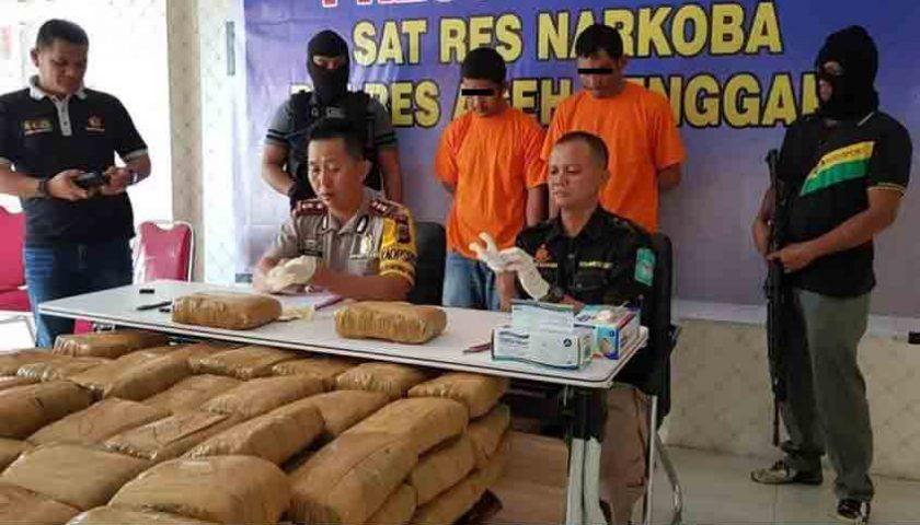 2 Oknum Polisi Bawa Ganja 130 Kg dengan Mobil Patroli