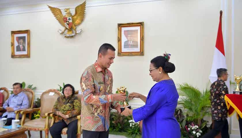 Pemprovsu Kembali Terima Penghargaan Anugerah Parahita Ekapraya
