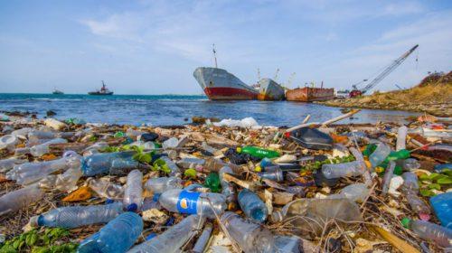 Sampah Plastik Ancaman Serius Laut Indonesia