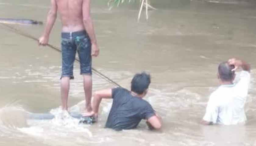 Tiba-tiba Banjir, Sungai Patumbak 'Telan' 2 Truk