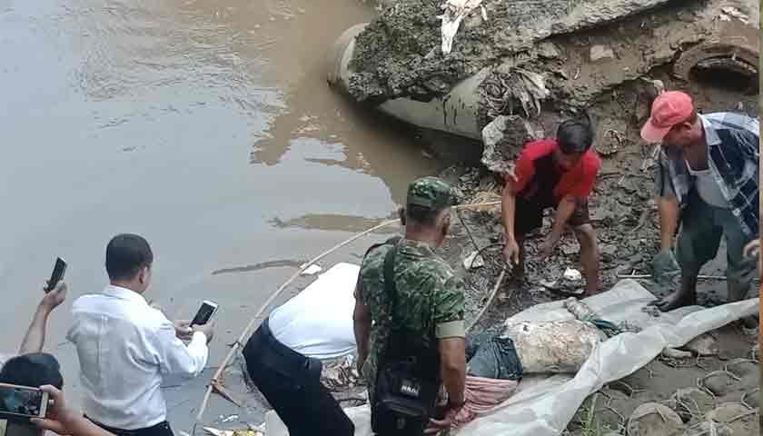 Mayat Pria Ditemukan Mengapung, Warga di Sungai Deli Heboh