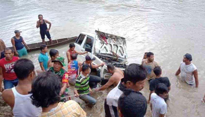 Mobil Masuk Sungai di Langkat, 2 Korban Hilang Ditemukan 10 Km dari TKP