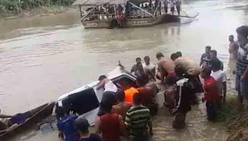 Mobil Masuk Sungai, 5 Tewas Terperangkap, 2 Hilang