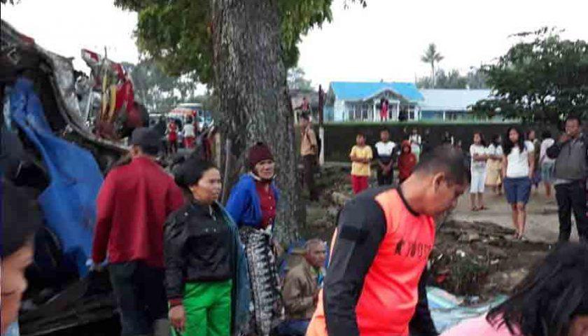 Bus Sibualbuali Terbalik di Simalungun, 1 Tewas, Puluhan Luka-luka