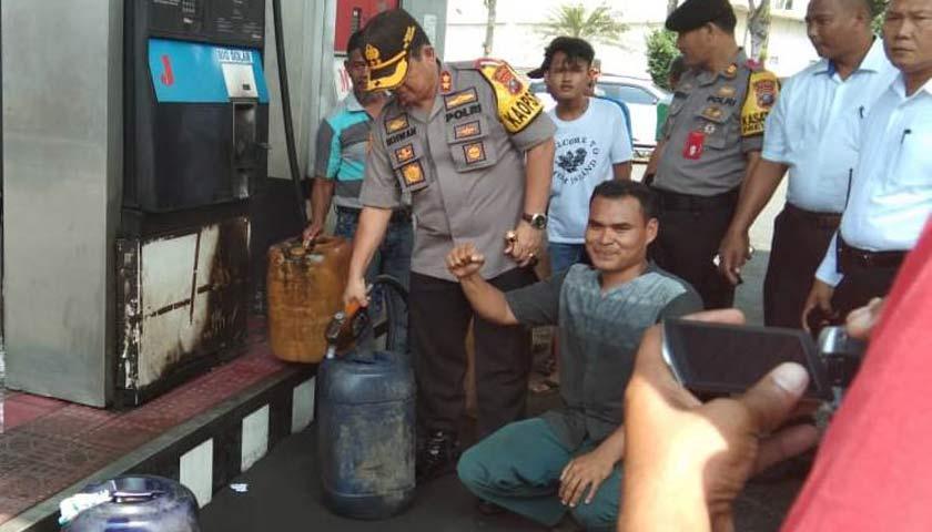 Kapolres Pelabuhan Belawan Tinjau Penyaluran BBM Untuk Nelayan