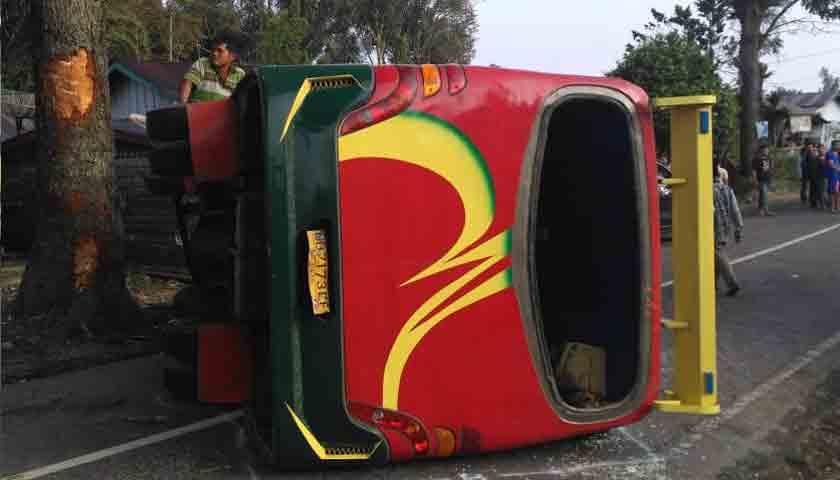 Bus Sibualbuali Terbalik, Nih Kronologis Kejadiannya